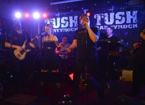 Party: Når TUSH gjester James Clark, blir det kjempestemning. Musikken gikk rett hjem hos byfolket i helgen.                                                        Alle foto: Atle Møller