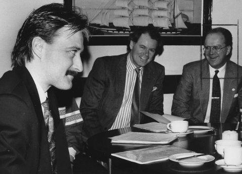 Deler av konkursboet blir kjøpt av Bjørn Rune Gjelsten, som er tidligere eier av Gresvig. Her sitter han sammen med Aksel Gresvig og Johnny Austad 04.04 1991.