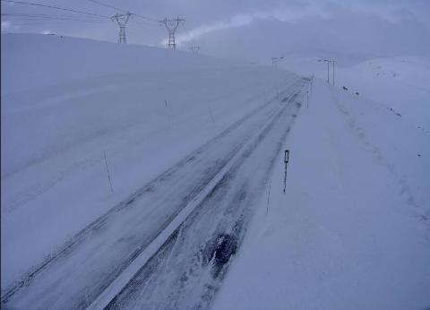 SKYA: Slik ser det ut på strekninga mellom Hol og Aurland ved Vestredalen klokka 05.54 i dag.