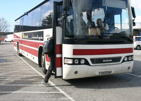 BUSSTREIK: Sjåførane krev høgare grunnløn. Frå laurdag kan også alle sjåførane i Firda Billag buss og Tide Buss vere i streik.