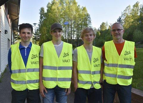 Fikk fri: Gabriel Slinger, Magnus Sørli, Simen Eggedahl og Tor Willy Haug fikk fri fra skolen for å stille som løypevakt.