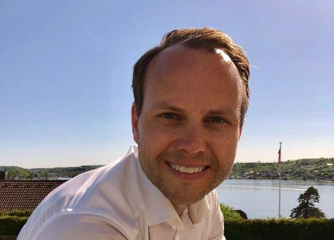 SELGER DYRT TELEFONNUMMER: Telefonnummeret 99 200 999 er så lett å huske at det er verdt 50.000 kroner, mener Morten Kjeldby.