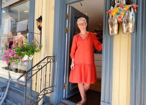 KLAR FOR SOMMER: Etter en stille vår ser Marit Aase fram til fulle handlegater i byen i sommer.