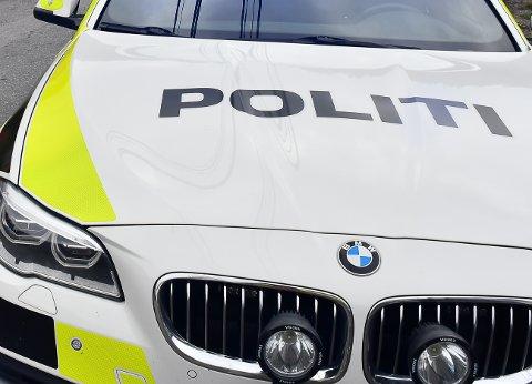 Politiet ber foreldre hente barna sine.