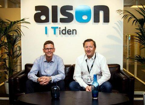 FORNØYD MED OPPKJØPET: Erik Schlytter-Henrichsen (t.v.), styreleder i Lindtel Holding AS, og Richard Jakobsen, administrerende direktør i Aison AS.