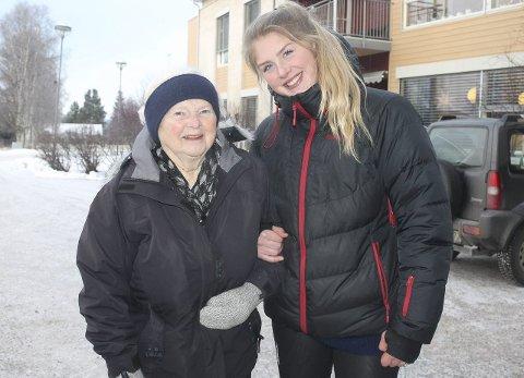 Takk for turen: Liv Nyplass setter stor pris på engasjementet til Ingrid Grue og de andre elevene ned 3. trinn idrettsfag ved Nord-Østerdal Videregående skole.