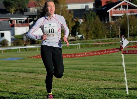 SØLV: Hilde Moan Bjørshol sikret seg sin aller første NM-medalje da hun løp inn til annenplass i norgesmesterskapet i terrengløp.