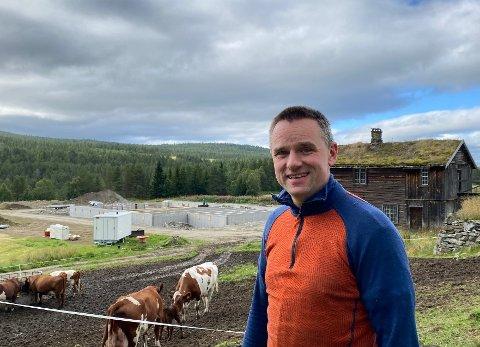 NYTT: På Lensmannsgården på Tolga reiser det seg nytt fjøs hos bonde Steinar Østgård