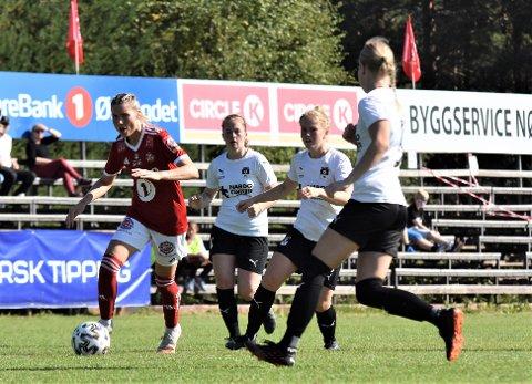 FEM SCORINGER: Ingrid Kleppo Vangen (til venstre) scoret fem og leverte en målgivende.