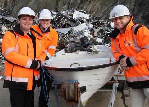 Harald Østbø (f.v.), Mathis Larsen og Erik André Sølberg i Iris er klar til å ta imot kasserte fritidsbåter under 15 fot på alle Miljøtorg bortsett fra Bodø. Men det er kun på Fauske og Vikan at det er mulig å levere båter mellom 15 og 49 fot.