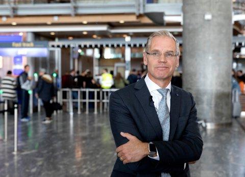 SAS-sjef Rickard Gustafson vil ikke lenger protestere på flypassasjeravgiften. Bildet: Gustafson avbildet på Gardermoen i september 2017. Foto: Gorm Kallestad (NTB scanpix)