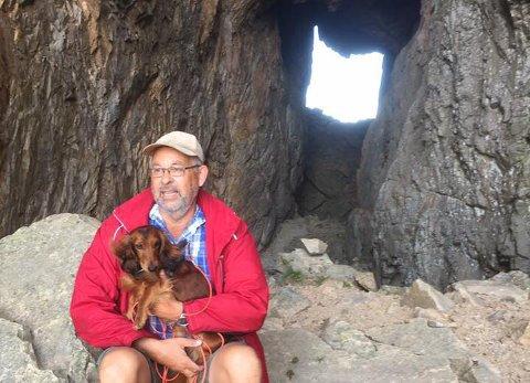 Arthur Wøhni og hunden Kero.