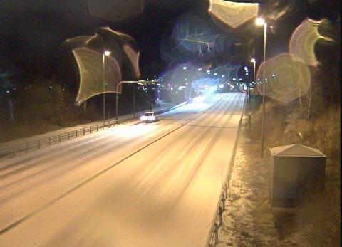 Et tynt snødekke har lagt seg på den gamle trefelten i Bodø.