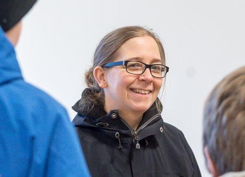 Rektor Kjersti Gjøviken jubler for godkjenningen som 1-10 skole, som gir elevene mulighet til å gjennomføre hele grunnskolen i samme pedagogiske miljø.