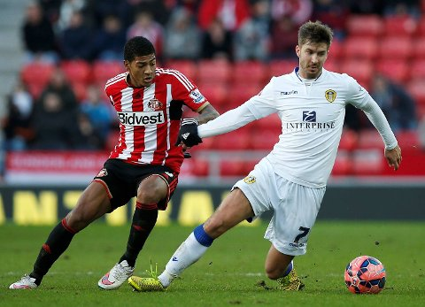 Patrick Van Aanholt (L) of Sunderland challenges Luke Murphy of Leeds United during their FA Cup third round soccer match at the Stadium of Light in Sunderland, northern England, January 4, 2015.     REUTERS/Andrew Yates (BRITAIN  - Tags: SPORT SOCCER)