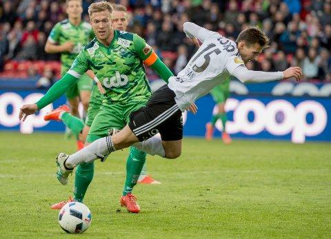 Rosenborgs Elba Rashani (th) og Max Jakob Bjørsvik i NM-kampen mellom RBK og Nest-Sotra på Lerkendal stadion. Bjørsvik hadde blitt satt inn i en helt ny formasjon. Foto: Ned Alley / NTB scanpix