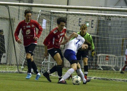Bergen Nord-spiller Ulrik Giving Hauge (hvit drakt) mener laget spilte lekent og kreativt i turneringen. I finalen vant de 6–1. FOTO: SINDRE WIIK