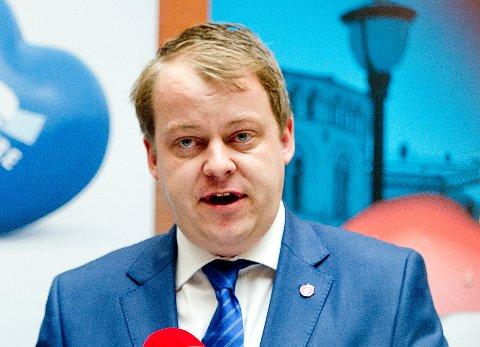 Erlend Wiborg (Frp), som leder Stortingets arbeids- og sosialkomité, er sterkt skeptisk til forslaget om mer fri for småbarnsforeldre. Foto: Jon Olav Nesvold / NTB scanpix