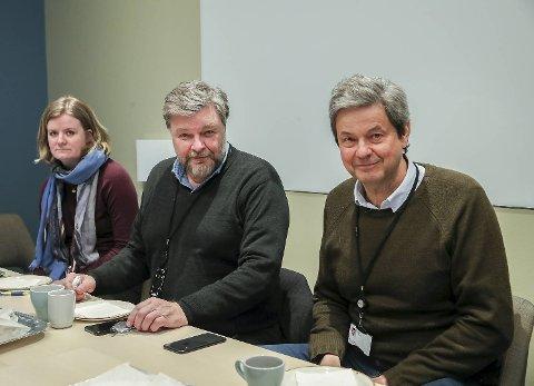 Legemiddelinspektør Mona Wensaas Kinn, medisinsk fagdirektør Steinar Madsen (i midten) og overlege og medisinsk rådgiver Sigurd Hortemo i Statens legemiddelverk under et møte tirsdag.