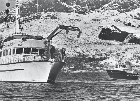Omfattende døk: Letefartøyet «Benjamin» og miniubåten «Scorpio» – som på dette bildet er under vann, var                                  sentrale i søket etter levningene. Daværende lensmannsbetjent Harald Andersen  ledet søket og oppdaget likene på en monitor om bord. ARKIVFOTO: Trygve Hillestad