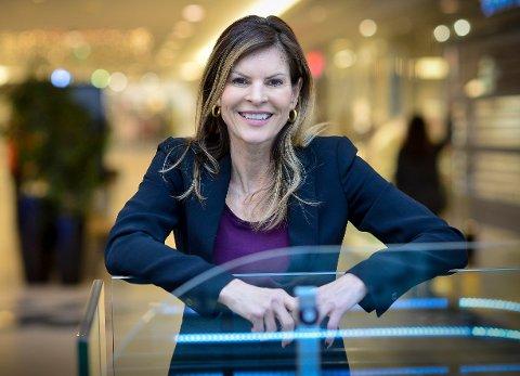STRÅLENDE FORNØYD: Senterleder Elisabeth Lohk på Gulskogen senter er fornøyd med at åtte av 13 butikker nå er gjenåpnet.