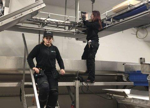 OPTIMAR: Teknikarane i Optimar finstiller sensorar og styring av produksjonsflyten.