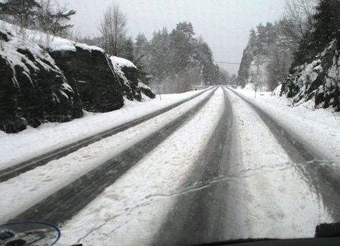 VINTERKRAMPE? Det er spådd snø og vanskelege køyreforhold heilt ned i låglandet i vest i løpet av søndag kveld.