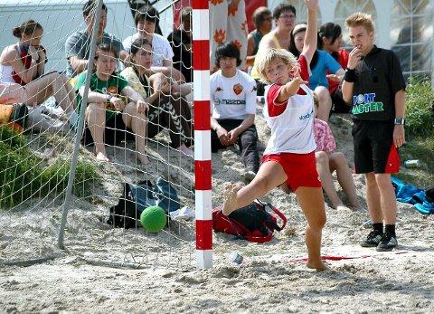 STRANDMORO: Karoline Backlund i aksjon under Aalborglekene i 2007. Foto: Vidar Henriksen