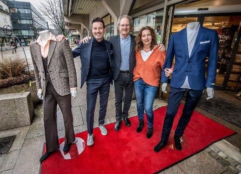 40 ÅR I GÅGATA: Dressen til venstre var i utvalget da Håkon Kristiansen (i midten) åpnet Boomerang i 1978 sammen med Vildar Gulliksen. I dag er det barna Kristian Fredrik Kristiansen (til venstre) og Nina Falleth som driver butikken.