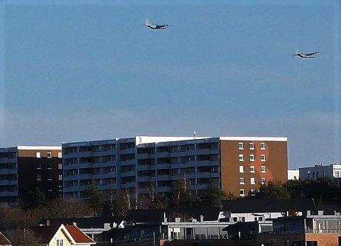 STORE FLY: Herculus-flyene over Kringsjå mandag ettermiddag