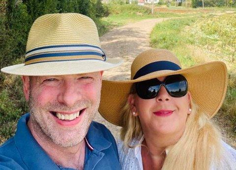 KJØRTE GJENNOM FIRE LAND: Anita Vik, som  nylig kjørte gjennom fire land for å komme seg til England og besøke familien til sin kommende ektemann John Nock, irriterer seg over refs på sosiale medier rettet mot folk som reiser til grønne land. Hun mener flere bør tenke seg om.