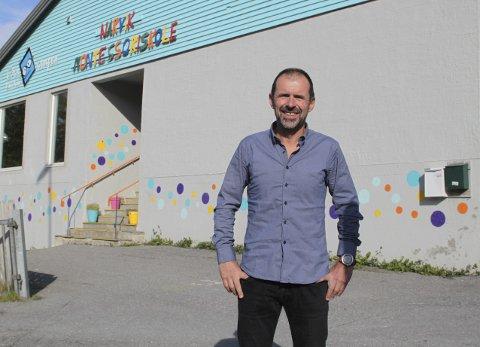 STATSTILSKUDD: Bjørn Framnes er rektor ved Narvik Montessoriskole. De får utbetalt statstilskudd per elev, og får til sammen litt over fire millioner for høsten 2019.