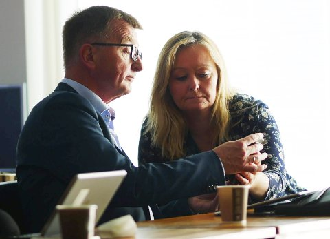 Ikke fornøyde: Roger Bergersen og Mona Nilsen, begge Arbeiderpartiet, var sammen med resten av formannskapet svært opptatt av det høye sykefraværet og mulige årsaker da økonomistatus etter første kvartal ble diskutert torsdag. Foto: Terje Næsje