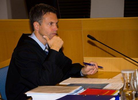 TILTALE: Det er statsadvokat Håvard Kalvåg som har tatt ut tiltale mot alle sju ranerne og medhjelpere.