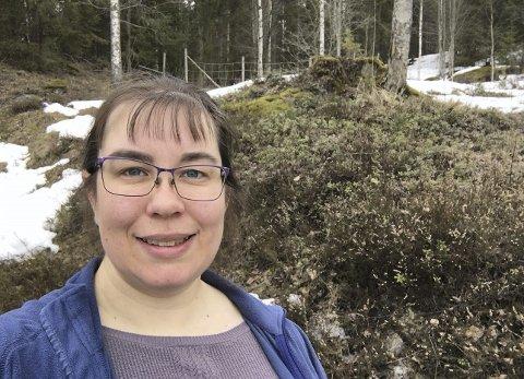 KREVER TILTAK: Anne Lise Brenna Ording er leder i Brandval og Vinger bondelag, og hun ber Kongsvinger kommune om å lage en handlingsplan for å begrense bestanden av villsvin. – En ukontrollert vekst i bestanden av villsvin kan skape problemer for lokale matprodusenter, sier hun.