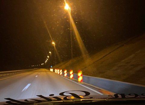 MYSTISK?: Bilist Thomas Thorgersen undrer seg over hva som skjer på E16, og opplever at folk ikke bryr seg om skiltingen lenger.