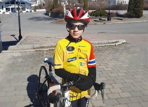 STJÅLET: Hans Daniel Sjøenden Danielsen (11) sin sykkel ble stjålet i Magnor sentrum tidligere denne uka.