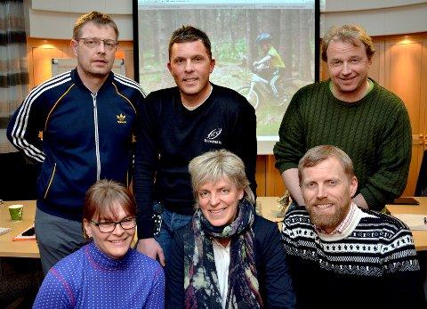 NY GD-CUP: Denne gjengen står i bresjen for GD-cup på terrengsykkel. Bak (f.v.) Svein Håvard Steinli, Kvam IL, David Tofthagen, Lillehammer CK og Ole Kristian Rudland. Foran (f.v.) Oddny Susanne Horten, Ottadalen Sykkelklubb, Solveig Sigstadstø, markedssjef GD og Anders Wadahl, Lågen CK.