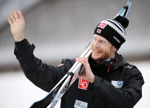 Robert Johansson virket veldig tilfreds etter kvalifiseringen i Garmisch Partenkirchen foran nyttårshopprennet i hoppuka. Nå kan han glede seg over at det blir RAW AIR på hjemmebane også i 2019