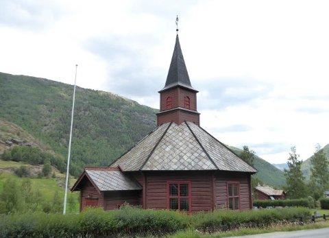 Kloakklukt er et stort problem på kirkegarden og i kirkegardsbygget i Bøverdalen.