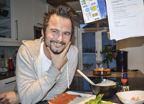 Trives på kjøkkenet: Robert Aksmo er kokk, men elsker også å lage mat på hjemmebane. Her er sushimiddagen til datteren klar til hun kommer hjem fra skolen. Alle foto: Thomas Lilleby