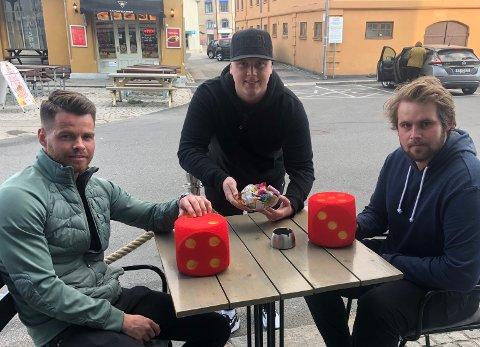 Stein Martin Hansesætre (til venstre) og Tormod Hammerstad (til høyre) er gjester hos Daniel Austerheim i Sportsprat.