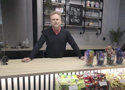 TØFT ÅR: Kinobesøket på Hamar Kino halverte seg fra 2019 til 2020. Pandemien må selvsagt ta skylda for det og kombinasjonen nedstegninger og mangel på internasjonale storfilmer gjorde at kinosjef Espen Jørgensen kun kan bokføre74.000 solgte billetter i 2020. Foto: Frank Morgan Bakken