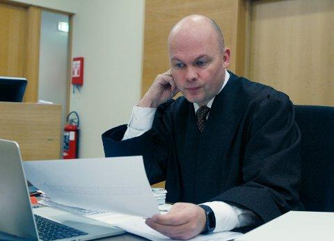 FORSVAREREN: Advokat Kristoffer Hovda fikk den tiltalte til å fortelle at han ikke ville ha gjort det han er tiltalt for dersom han var edru, eller visste at den seksuelle lavalder i Norge er 16 år.