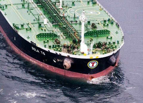Baugen på tankskipet Sola som den norske fregatten KNM Helge Ingstad kolliderte med natt til torsdag nær Stureterminalen i Øygarden. Skipet var leid inn av Equinor og skal nå repareres i England.