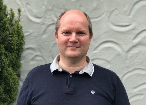 NY JOBB: Lars Steinsvik (50) har lang erfaring fra det private næringslivet. I fjor høst begynte han i jobb i Haugesund kommune. Nå tar han steget opp.