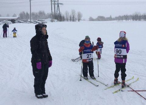 KLÆR:–Dårlig vær er ingen hindring for å komme seg ut på ski. Det er bare å kle på seg, sier rennlederen.