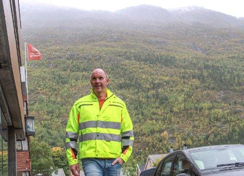 Ørjan Rosvold verker etter å gå i gang med vindkraftverket i fjellene vest for Mosjøen.