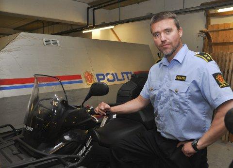 INNBRUDDSRAID: Politioverbetjent Steinar Aas Andersen ved Alta lensmannskontor oppfordrer folk til å ikke ha ting av høy verdi liggende framme ved hyttene sine.