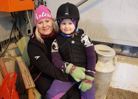 CØLIAKI: Kristina Nordgaard (37) og Ronja N. Martinsen (9). Ronja fikk diagnosen cøliaki da hun var 4 år gammel.